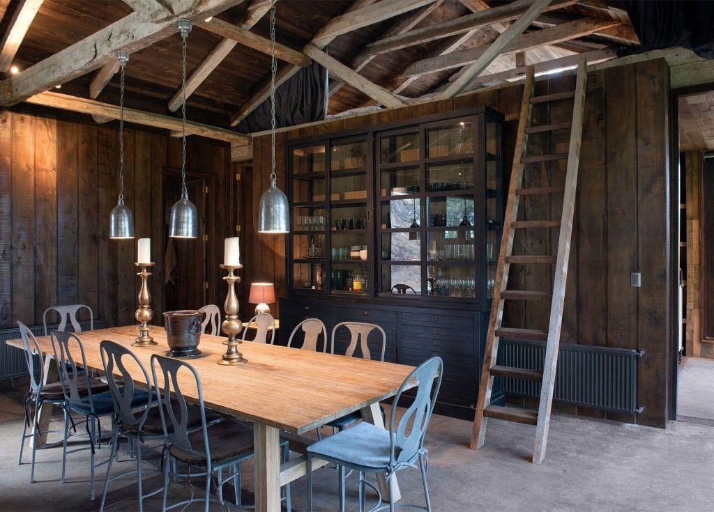 Oude schuur omgebouwd tot woonhuis met prachtige verlichting ...