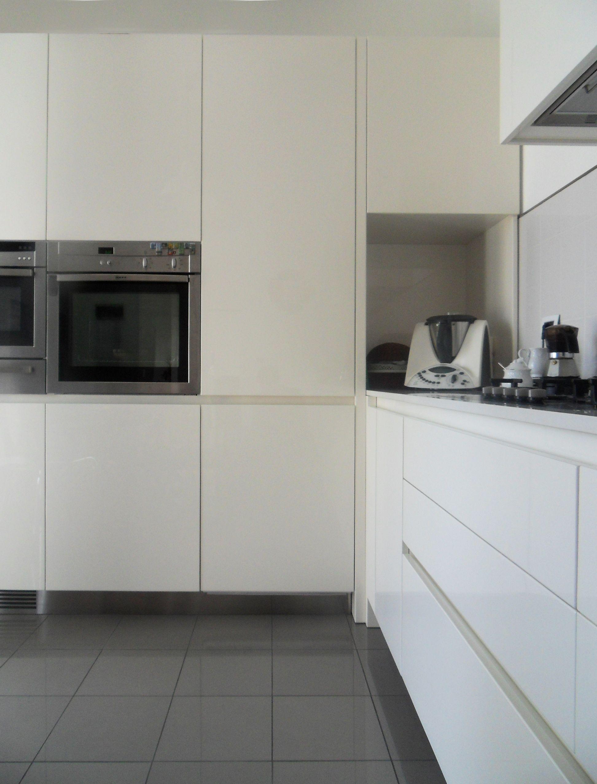 Bespoke Glossy White Laquered Kitchen   Kitchen, Glossy ...