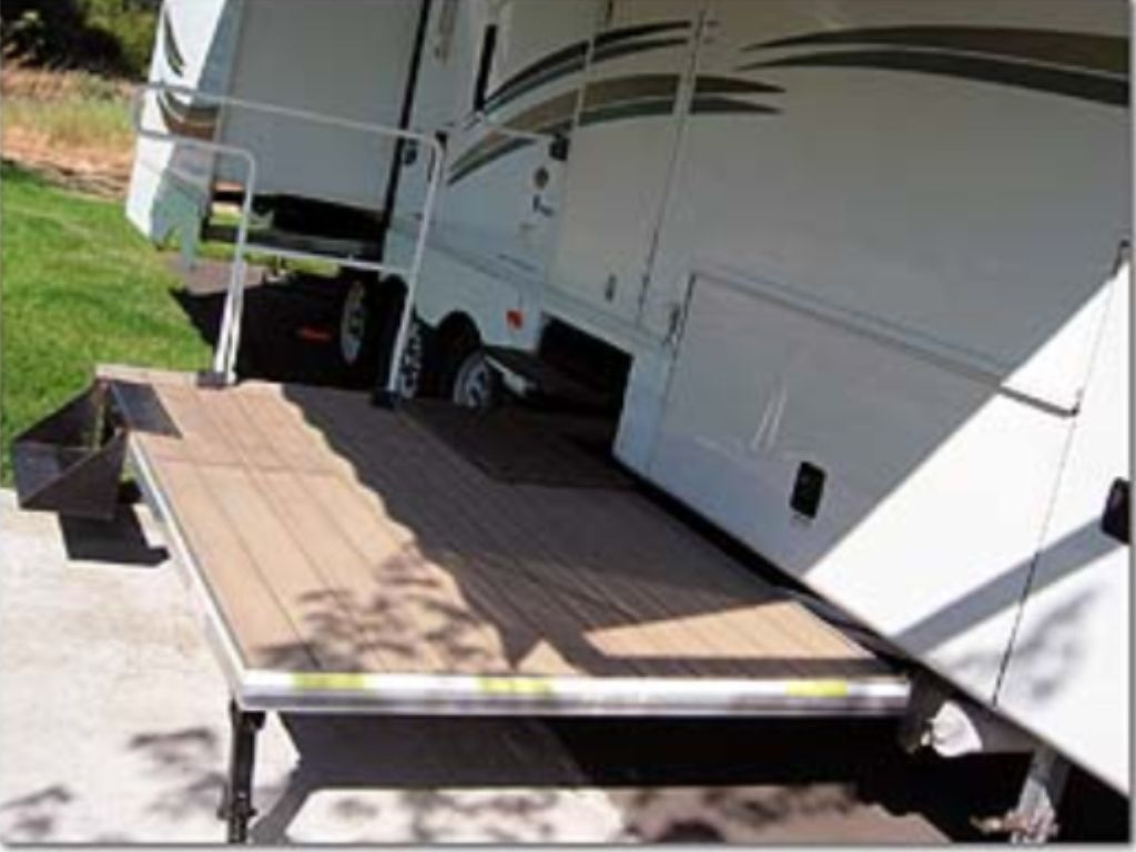 Need To Incorporate This Slide Out Deck In My Tiny House Design Portable Deck Camper Rv Campers