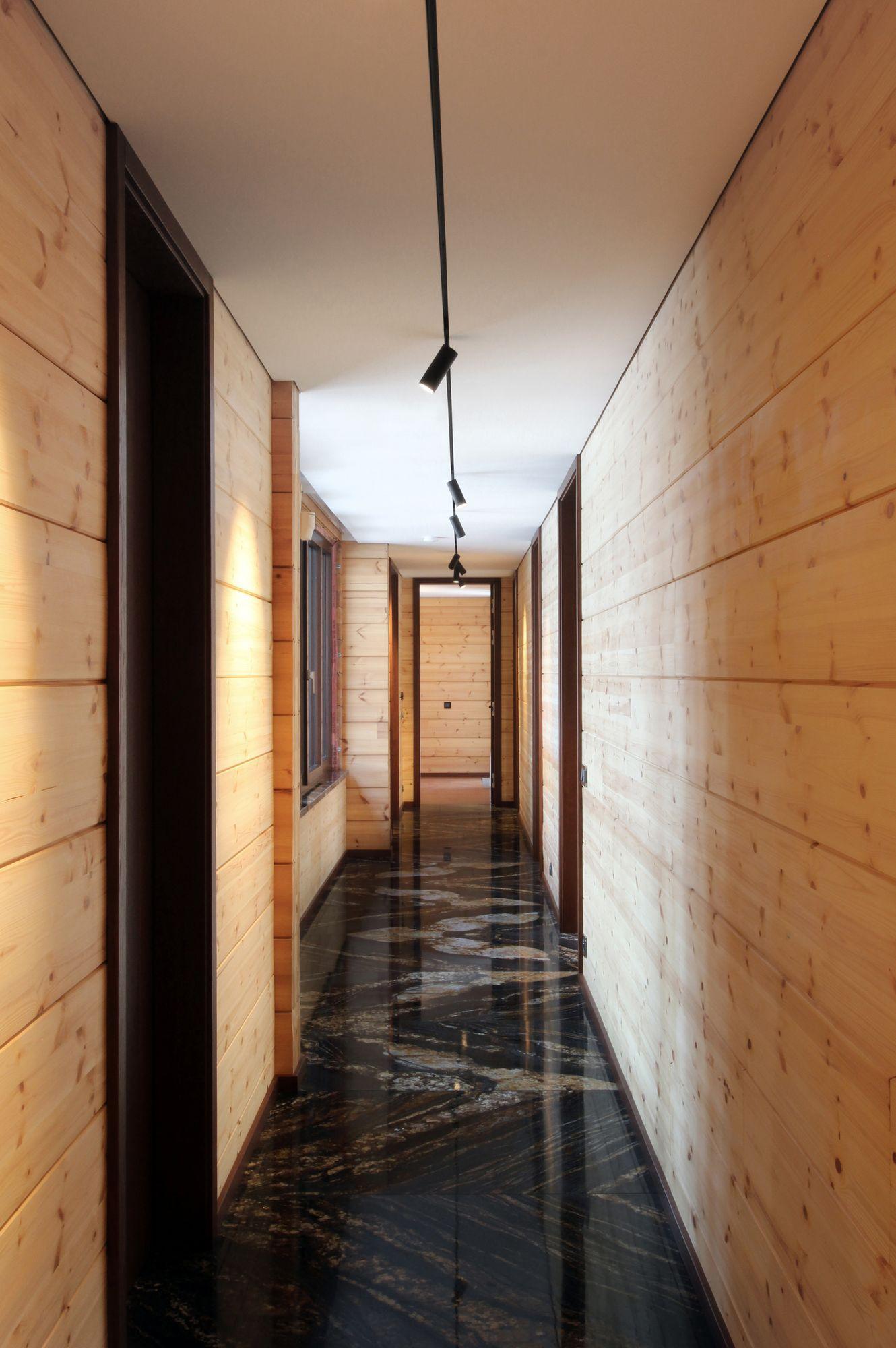 Honka rr modern log house monom interior corridor