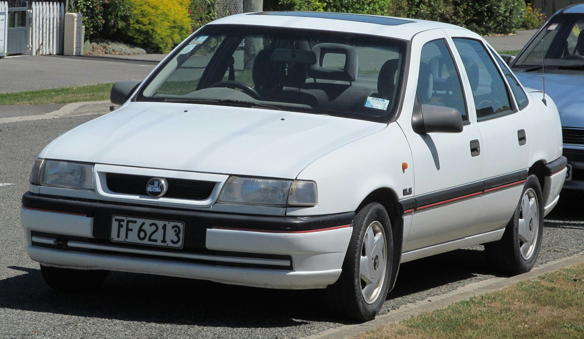 1995 Holden Vectra 2 0 Gls Sedan New Zealand Voiture Vehicules