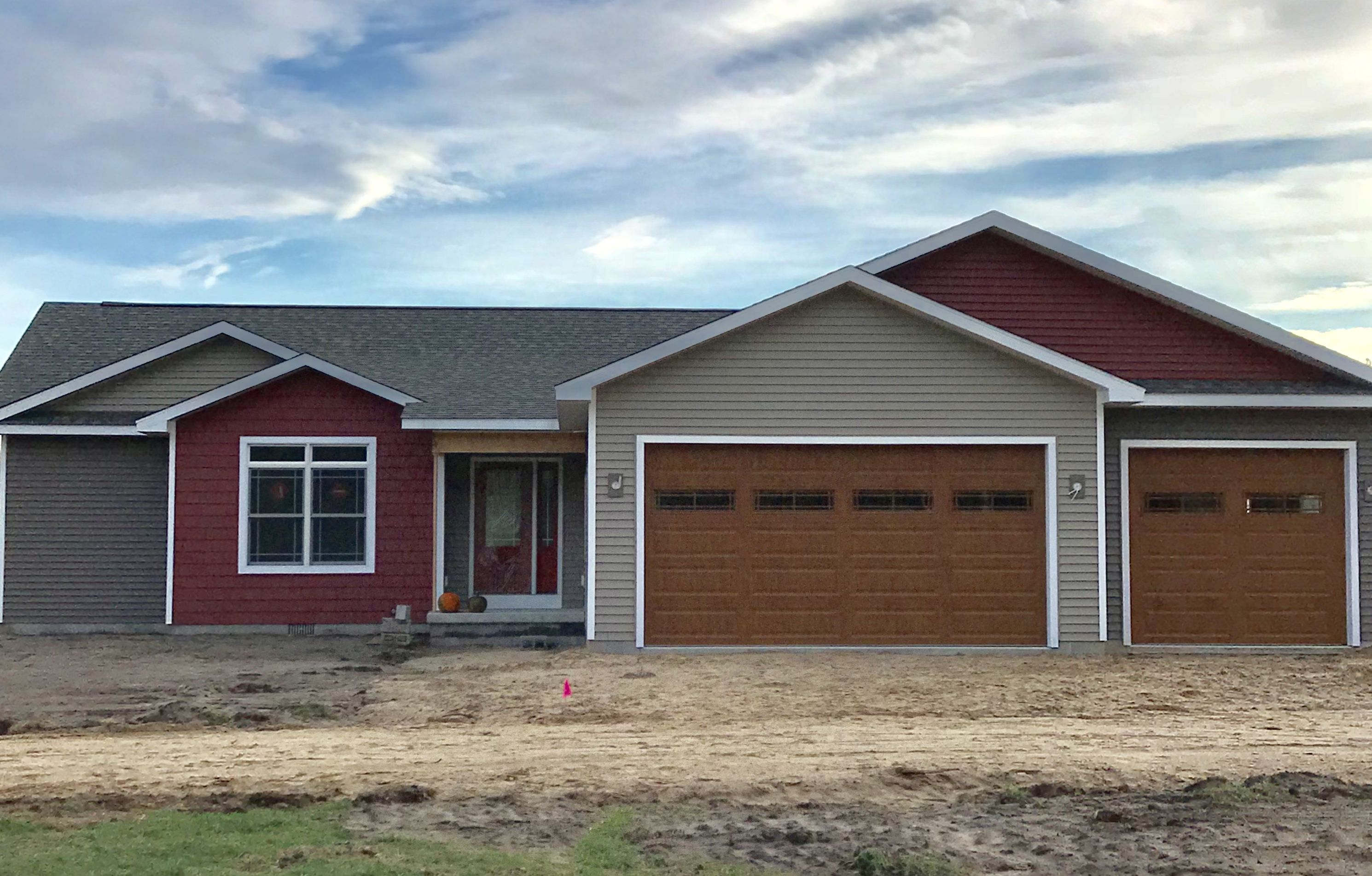 Ranch House Multiple Siding Colors Montana Suede Pebble Stone Clay Russet Red House Exterior Ranch House Siding Colors