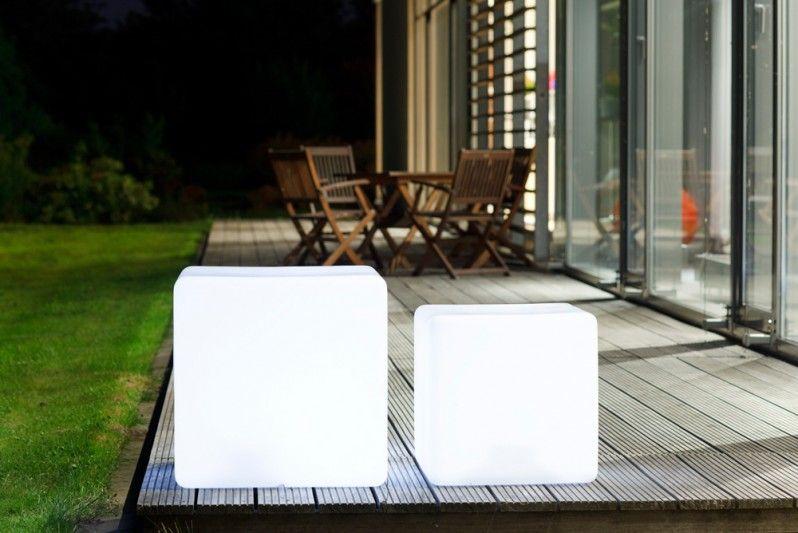 Stylisch quadratischer Wüfel auch zum draufsetzen. Sieht auf jeder Terrasse super aus. ACCENTUM - Cube Light 45