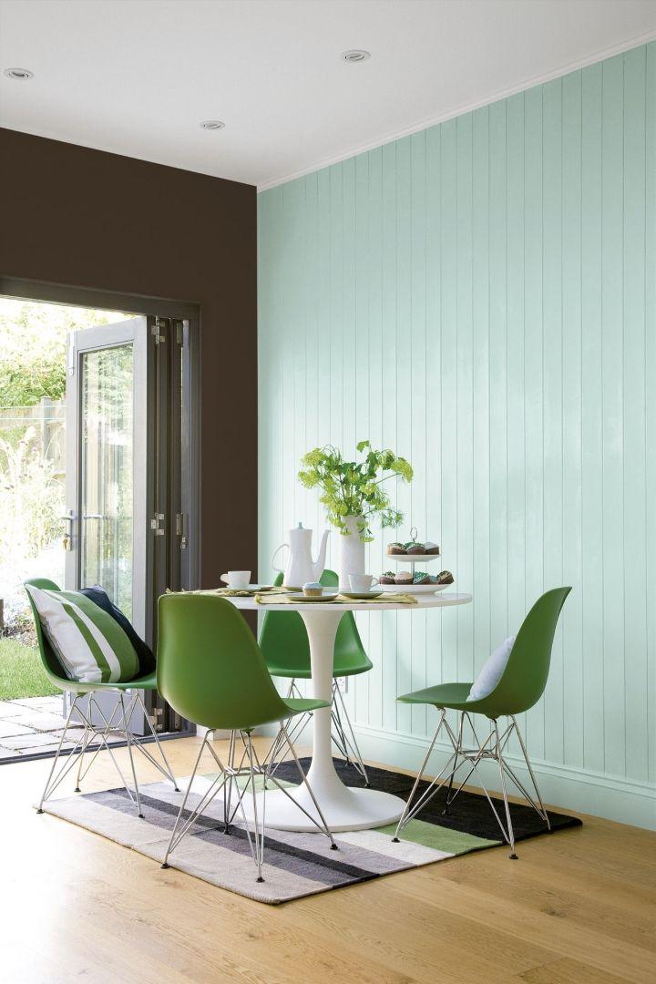 Pintura plástica vinílica de acabado mate de Hempel Home. Disponible en una gama de 24 colores, presenta un excelente rendimiento y lavabilidad, gran capacidad de cubrición y facilidad de aplicación.