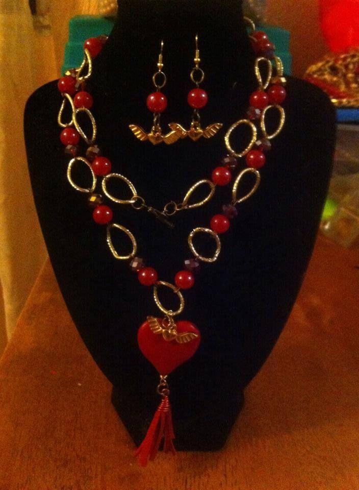 8990a26ad916 collar largo en tono rojo con cadena de aluminio y corazón de haowita  200