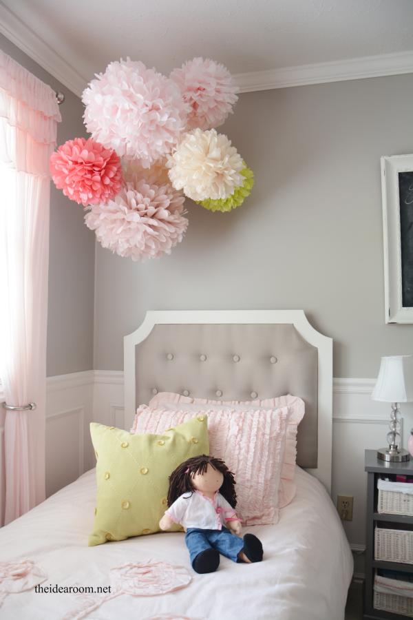 Tissue paper pom poms tutorial tissue pom poms pom poms for How to decorate your room for girls