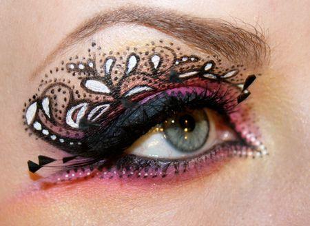 Eyeliner play http://www.makeupbee.com/look.php?look_id=71975