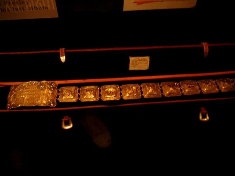 Elvis used with the Red Pinwheel suit his 1969 gold belt that he received as a gift from the International Hotel.