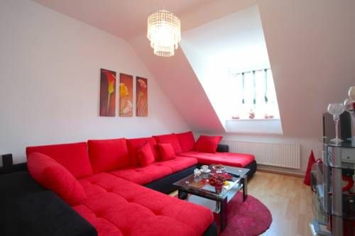 Private Apartment Am Brocksberg (5501) Laatzen Private Apartment Am Brocksberg (5501) is an apartment set in Hannover, 300 metres from CeBIT. The unit is 1.4 km from Hannover Fair.  The kitchen has an oven. A TV is offered.  Expo Plaza Hannover is 1.