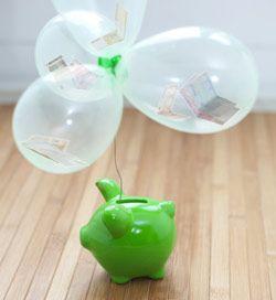 geldgeschenk in luftballons mit sparschwein geldgeschenke. Black Bedroom Furniture Sets. Home Design Ideas
