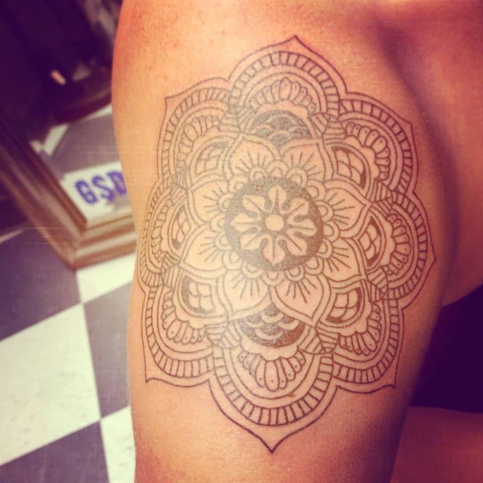 tattoo mandala mandalatattoo tattoos pinterest mandala tattoo schulter. Black Bedroom Furniture Sets. Home Design Ideas