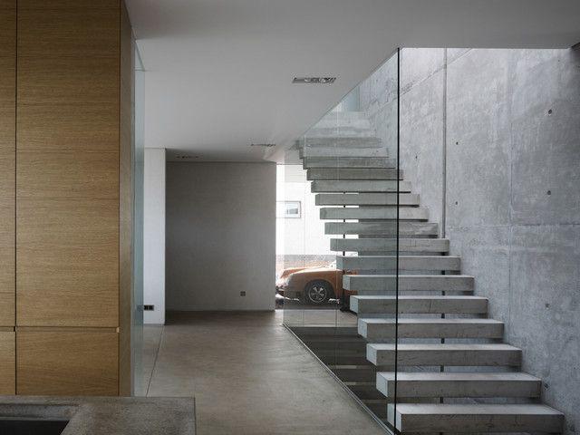 Treppenhaus Mit Offenen Setzstufen Und Beton Treppenstufen