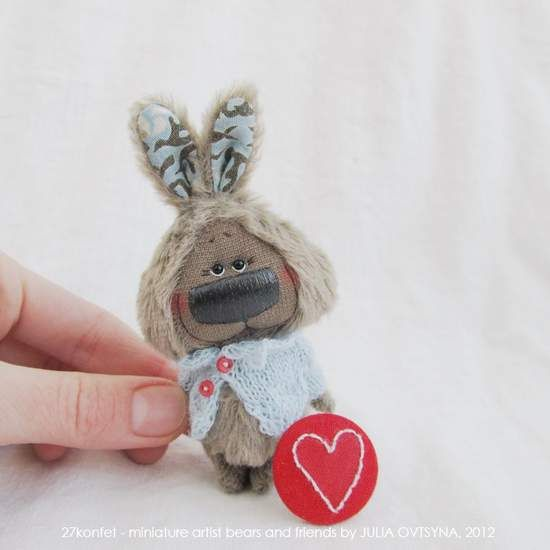 Small gray bunny and heart    By Julia Ovtsyna (27konfet)