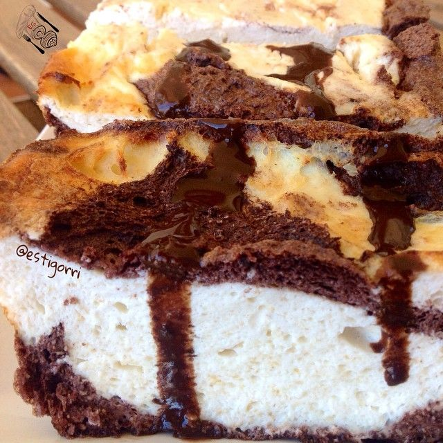 CHEESECAKE DE CHOCOLATE VERSIÓN LOW CARB.INGREDIENTES: -Para la base (que en este caso se ha mezclado con la cobertura) ➡20gr de almendra molida ➡15gr de cacao desgrasado Valor ➡3 claras ➡1 huevo entero ➡Edulcorante -Para la cobertura: ➡400gr de queso batido Speise Quark (Aldi) ➡30gr de harina de avena