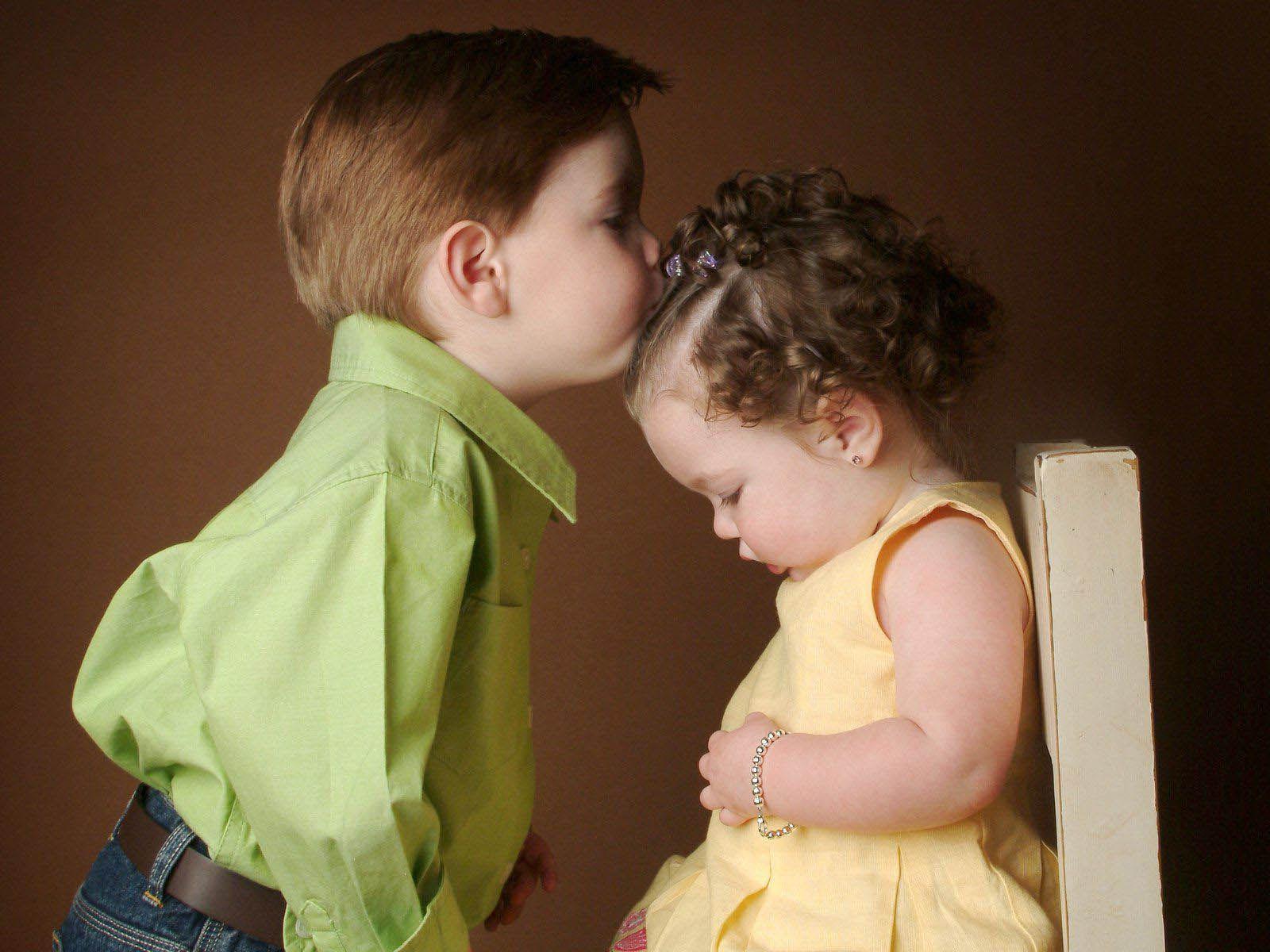 Kissing Wallpaper Hd