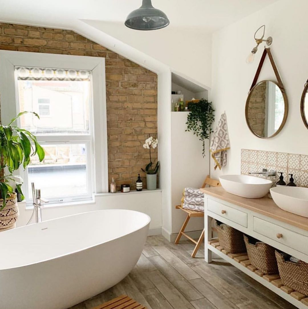 Light and bright bathroom  Cred:   • • Don't miss all the FAB inspiration shared… #badeværelseinspiration
