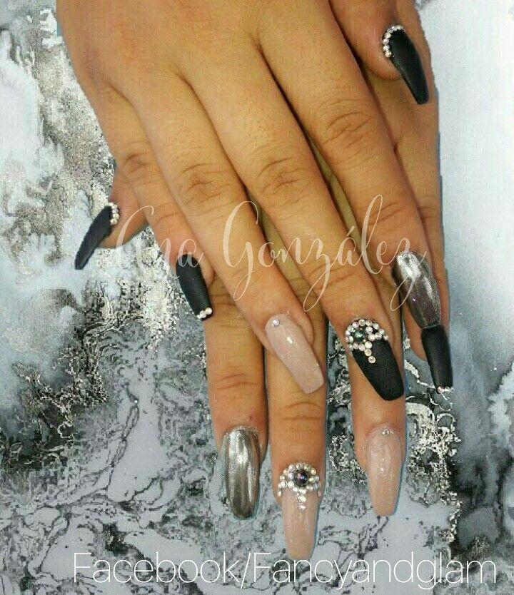 Fancy&Glam Nails uñas acrílicas arena y gelish negro mate, efecto ...