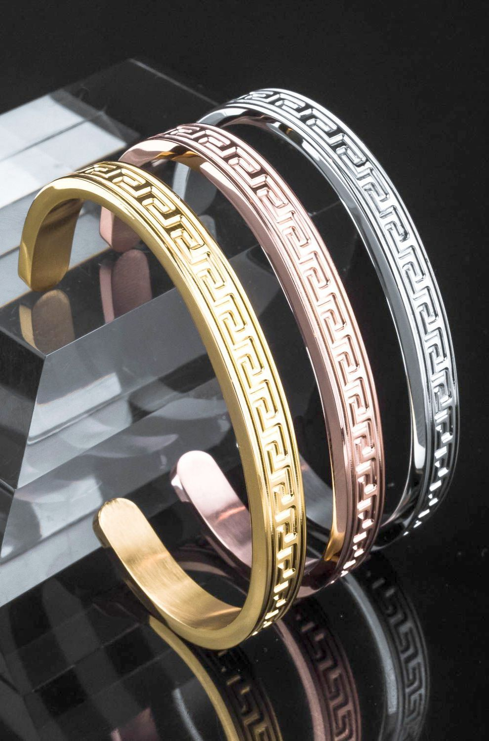 Gold ring on sty gold bracelet louis vuitton gold jewellery design