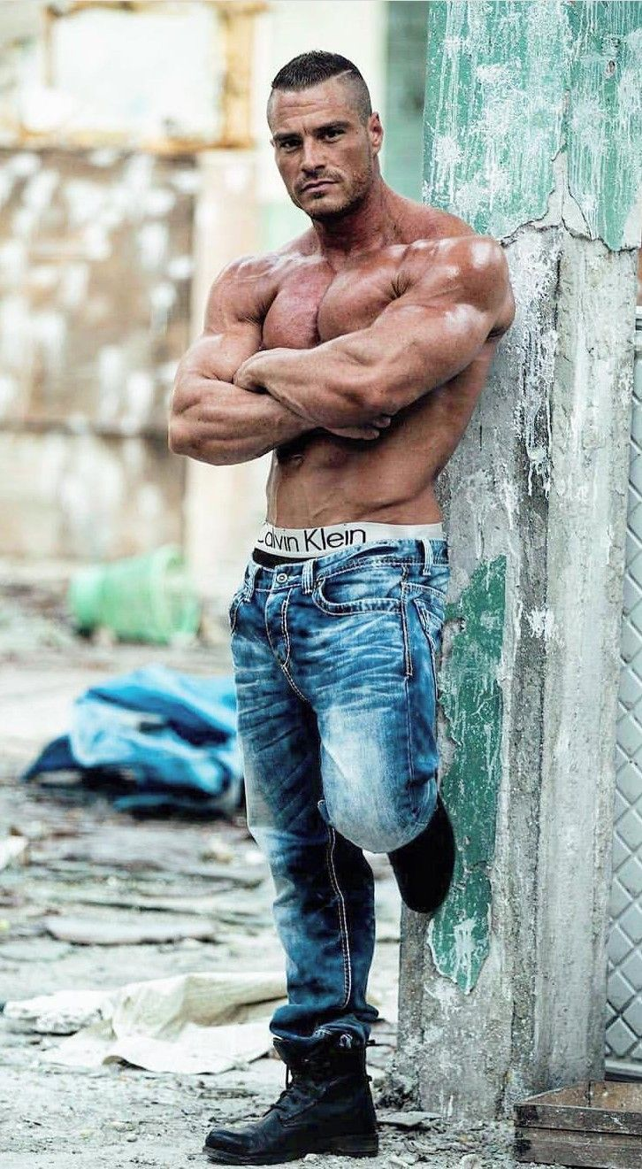 Pin by Sandakeri on carn, jeans y pits⚛   Muscle men, Male