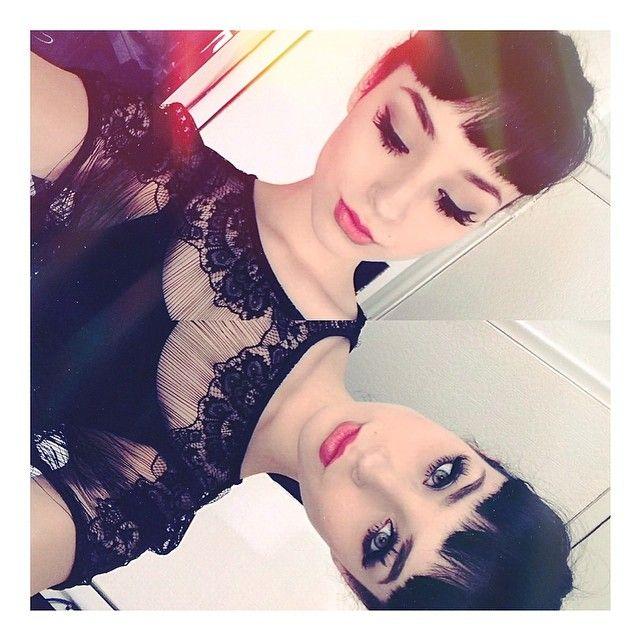 """I'm bored #selfie #bored #makeup"""