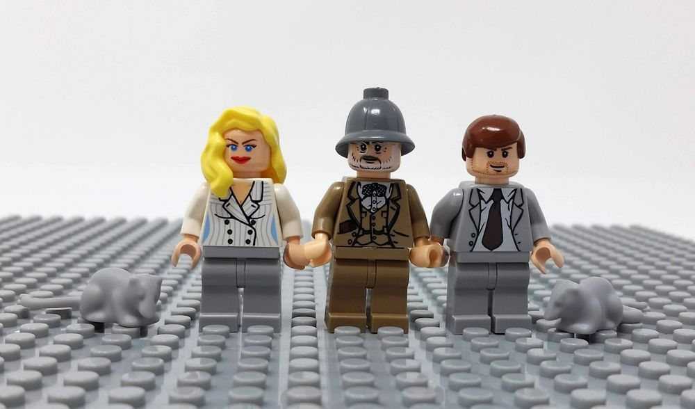 LEGO INDIANA JONES DR JONES MINIFIGURE