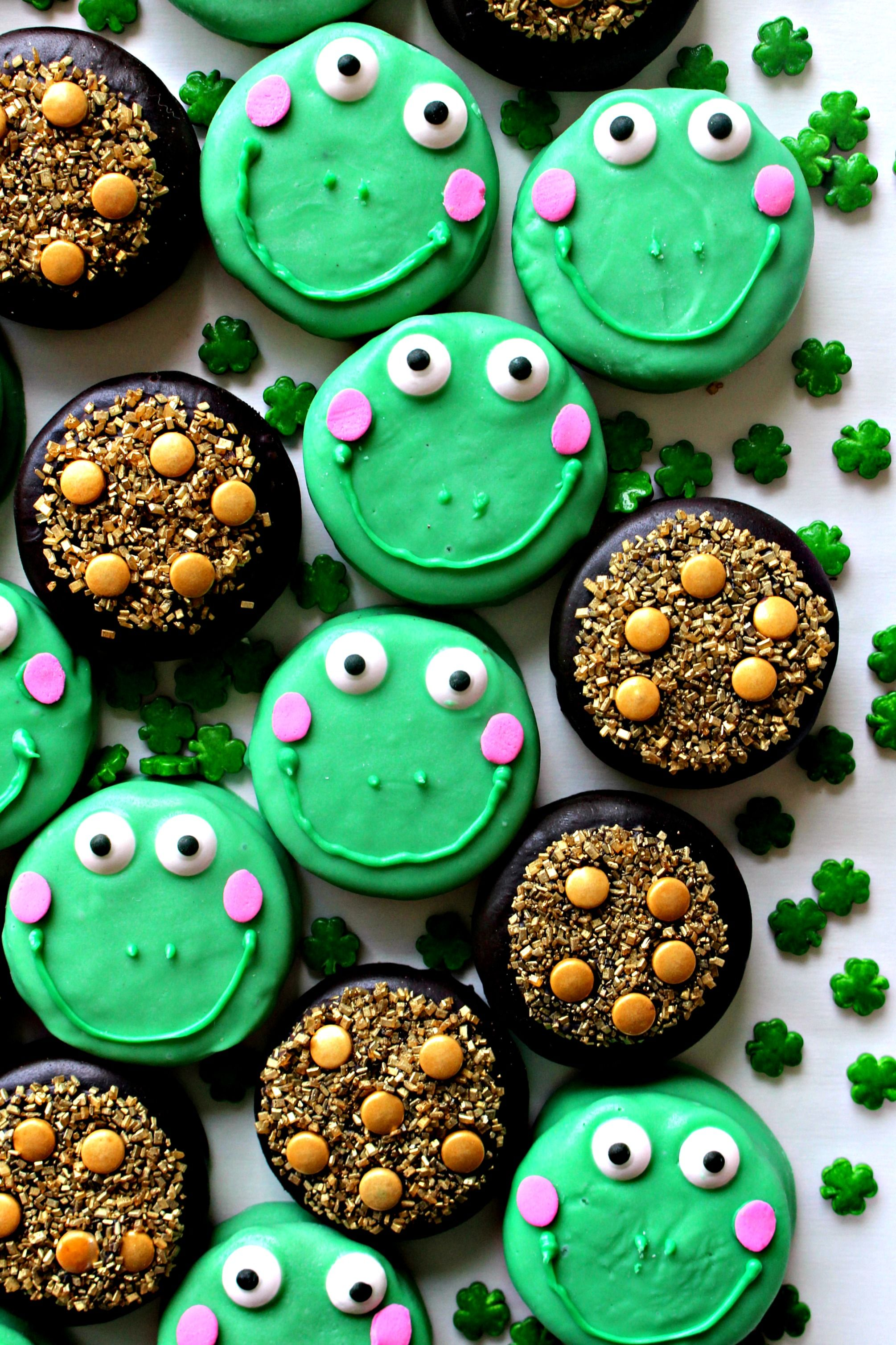 Chocolate Covered Leap-rechauns and Pots of Gold. Sprinkles and sparkling sugar turn chocolate sandwich cookies into St. Patrick's Day stand outs!| themondaybox.com