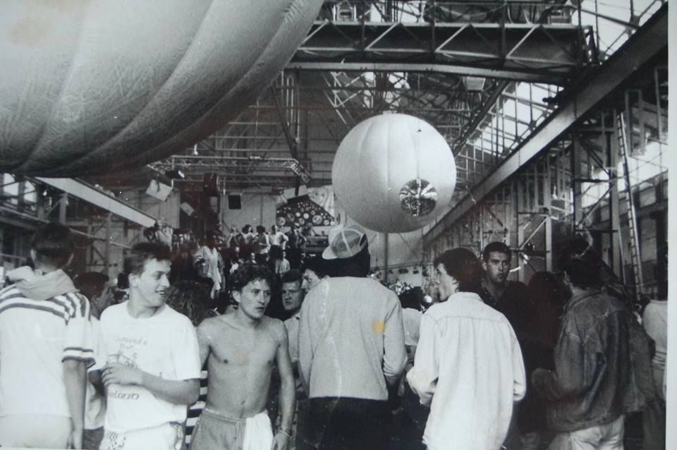 Резултат с изображение за sunrise rave party 1989
