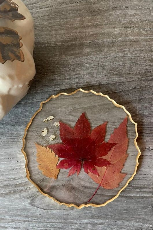 Give fall foliage the moment it deserves on your coffee table with these beautiful resin geode coasters.