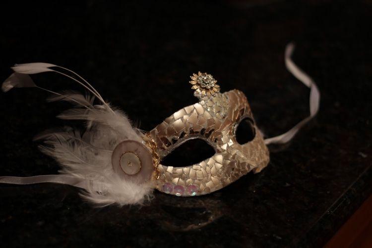 ..Maske für Fasching oder maskerade mit Glitzern verzieren #Anleitungen #Basteln #Einfache #Faschingsmasken #Masker #Anleitungen #Basteln #Einfache #Faschingsmasken #Maskerade masker make-up