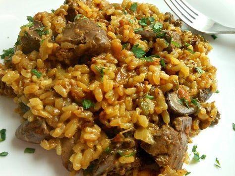Arroz e higaditos juntos en el mismo plato son sinónimo de hierro, minerales y vitaminas como nos apuntan desde el blog EL DELANTAL ROJO.