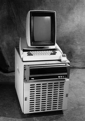 The Pc Arguably The First Personal Computer As We Know It Today Was The Xerox Alto Developed At Xerox Parc In Retro Gadgets Computer History Old Computers
