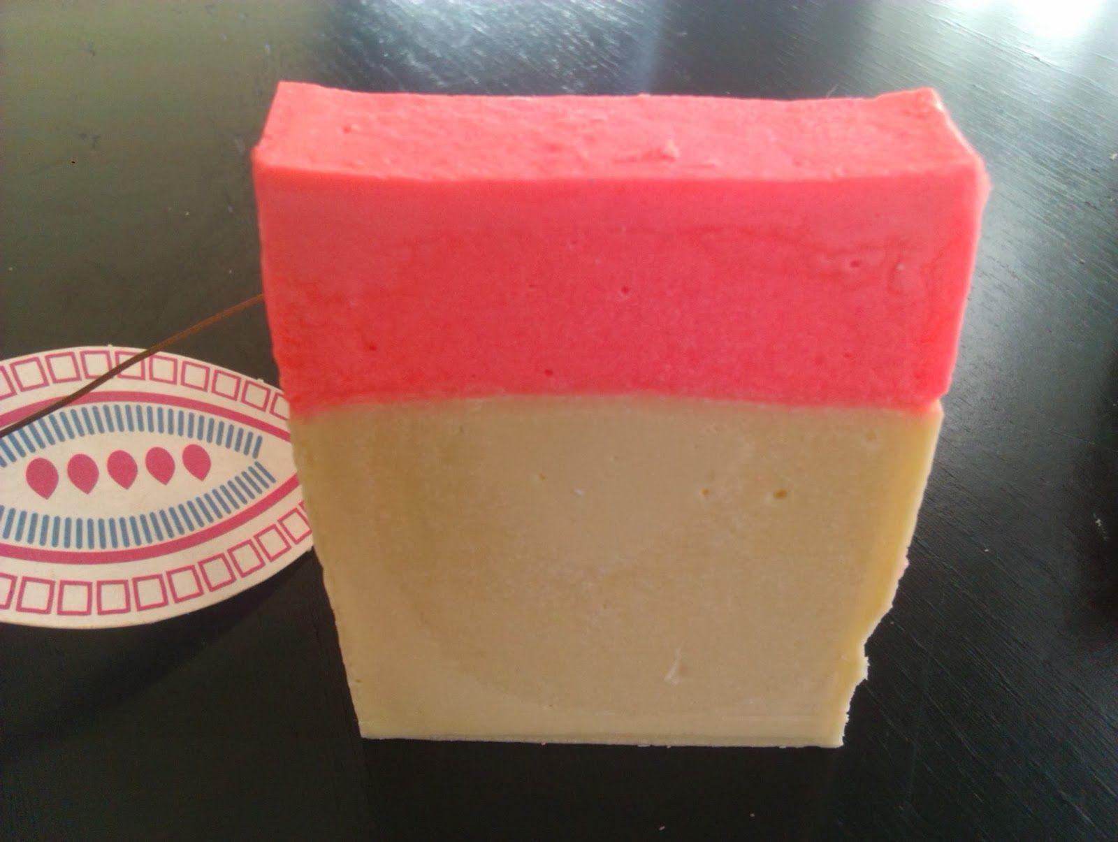 Jabón de rosa mosqueta y aceite esencial de magnolia
