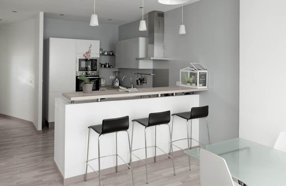 Un appartement cosy astucieusement remis en tat en 2020 Bar cuisine salon