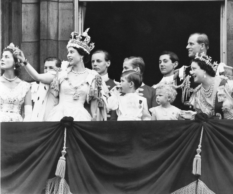 Queen Elizabeth celebrates wedding anniversary Queen