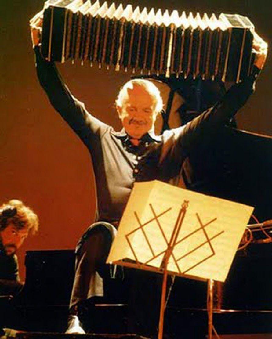 Recordamos al Maestro Piazzolla con un tema por hora en @_siempreeshoy