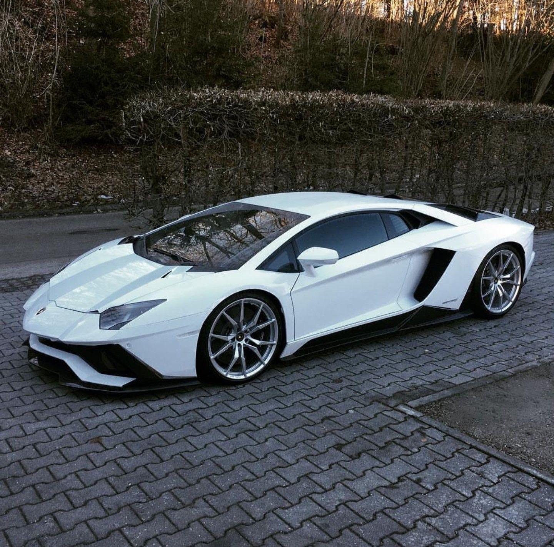 Lamborghini Aventador, Classic