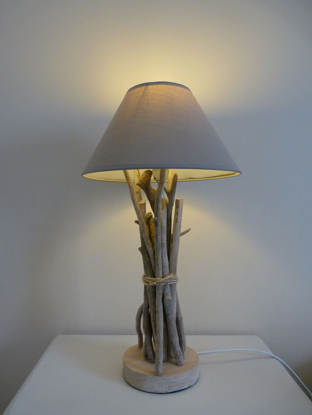 Lampe de chevet en bois flott d coration pinterest for Lampe en bois flotte creation
