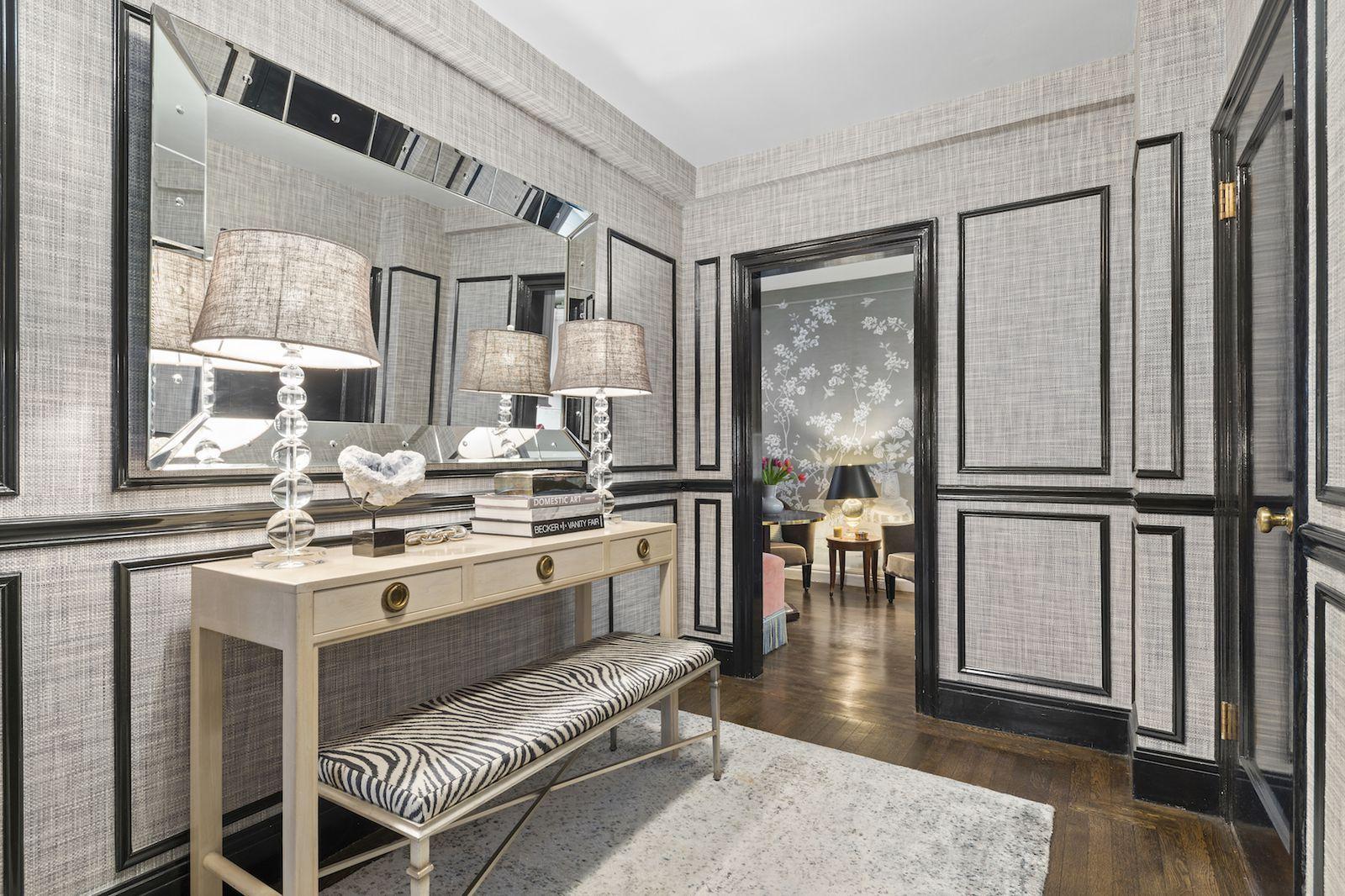 The Foyer- ELLEDecor.com #modernhomedecor in 2020 | Elle ...