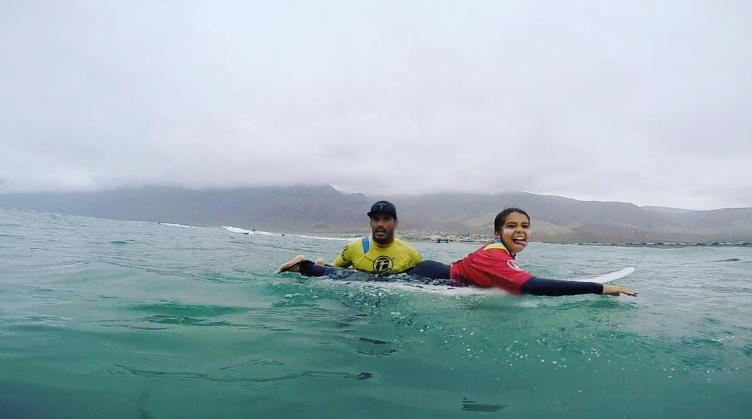 Nuestra alumna @paulaaaguaayo aprendiendo a elegir las mejores olas desde atrás con nuestro instructor @echedey_famara - Team Rider @lasantasurf . #surfcamp #surflesson #surfschool #lanzarote #famara #teguise #surfteguise #surfcamplanzarote #surfholiday #summertime #summer #surfexperience #surf2016  http://ift.tt/SaUF9M