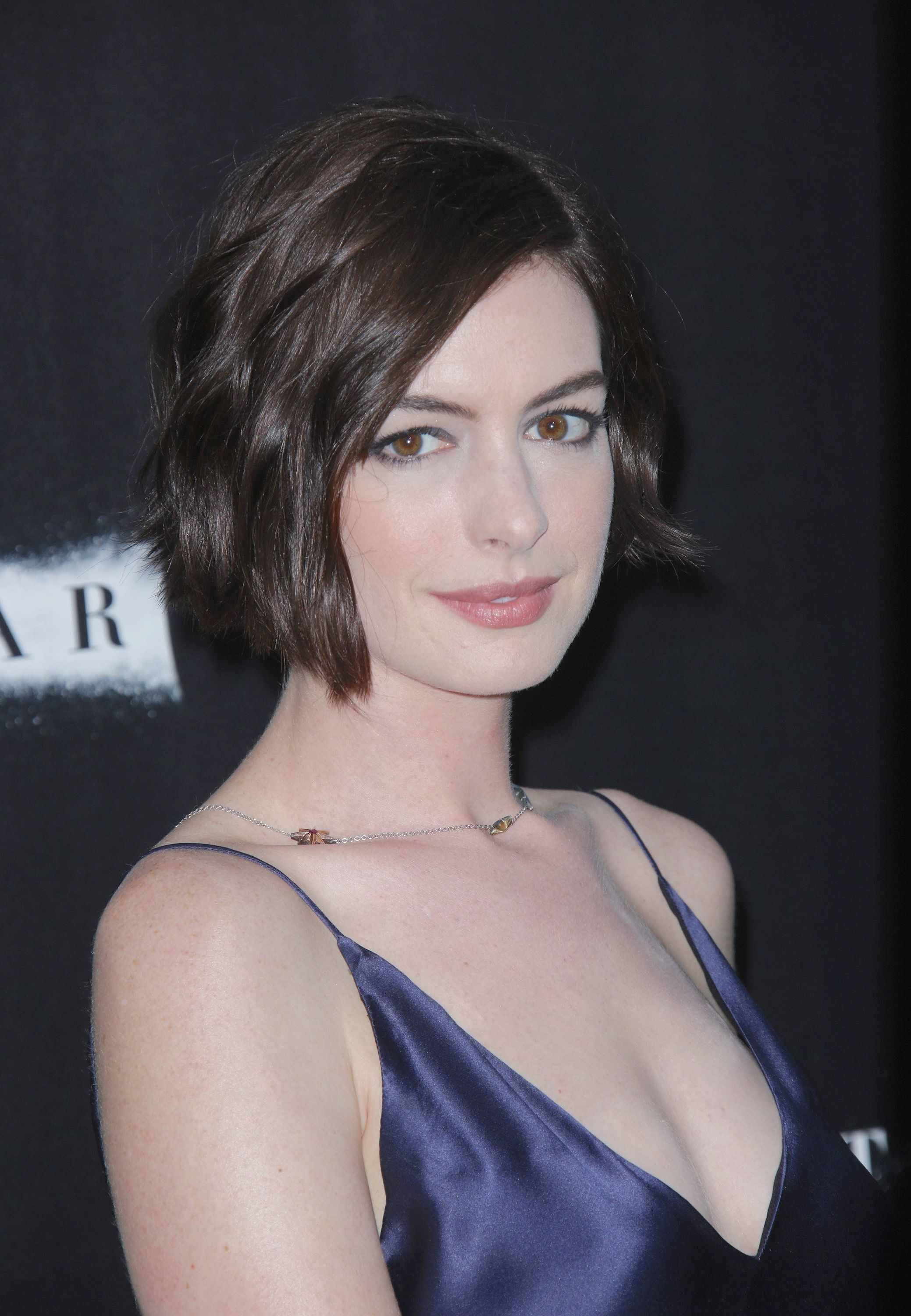 Anne Hathaway she's so baddie   Lets Party in 2019   Anne ...