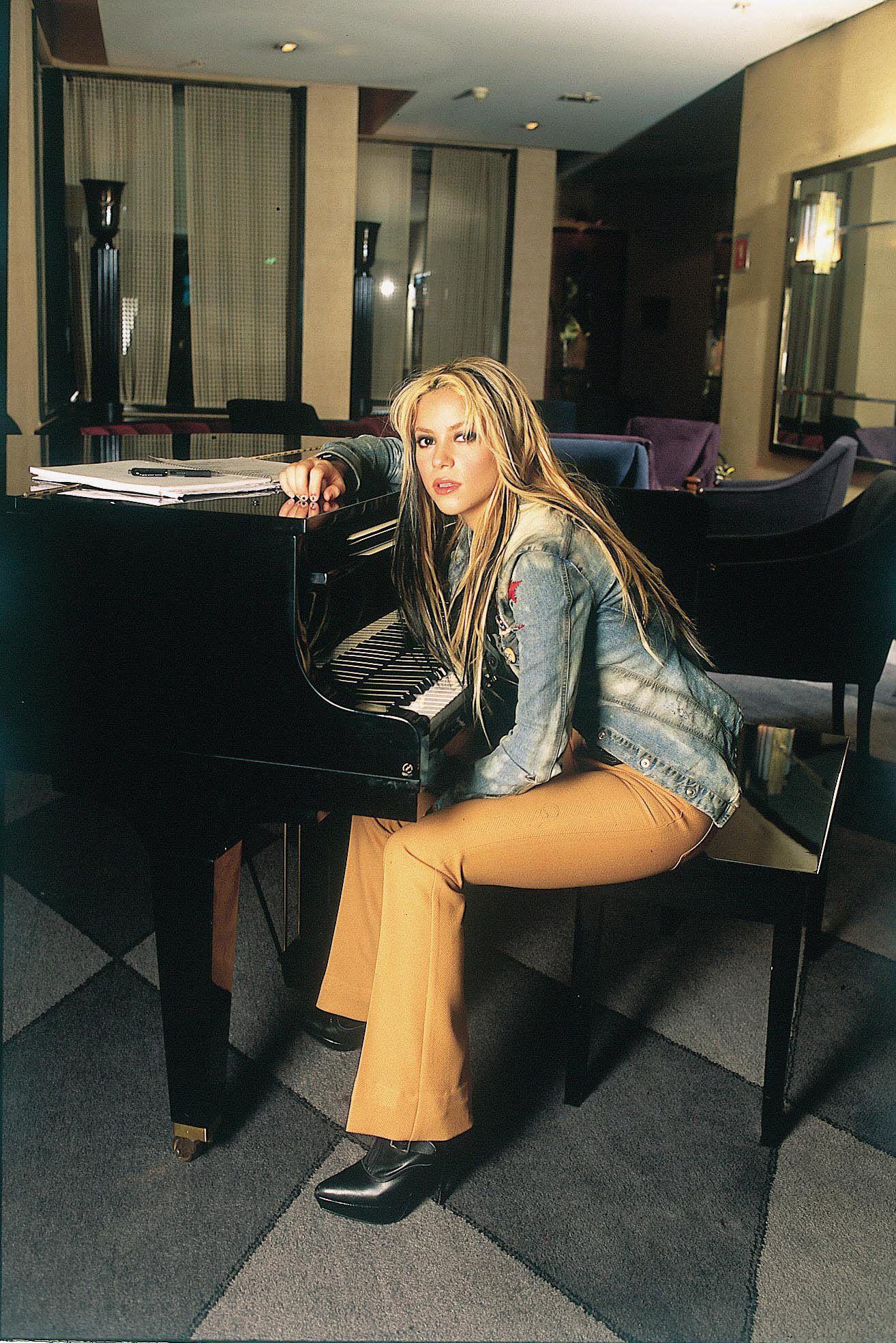 Shakira: Shakira - Unknown PhotoShoot |Shakira Laundry Service Photoshoot