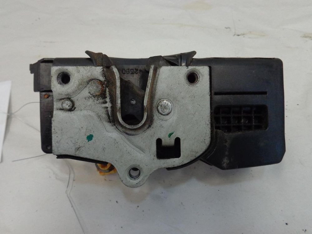 Chevy Equinox Door Latch Right Front Passenger Side Oem 05 06 07 08 09 88980998 Chevy Equinox Door Latch Chevy