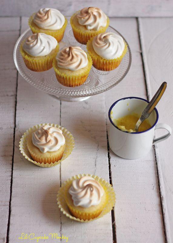 Hello Sunshine Cupcakes: Lemon Cupcakes with Lemon Curd Filling and Toasted Meringue Frosting... http://www.foodiehalt.com/hello-sunshine-cupcakes-lemon-cupcakes-lemon-curd-filling-toasted-meringue-frosting/Will?utm_campaign=coschedule&utm_source=pinterest&utm_medium=foodiehalt&utm_content=Hello%20Sunshine%20Cupcakes%3A%20Lemon%20Cupcakes%20with%20Lemon%20Curd%20Filling%20and%20Toasted%20Meringue%20Frosting... bring a smile <3<# #lemon #lemoncurd #cupcakes