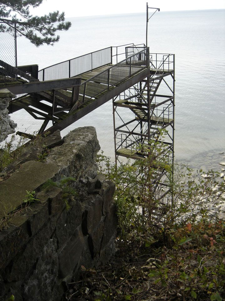 Awesome I ♥ⓛⓞⓥⓔ♥ Frank Lloyd Wright!......Graycliff......stairway To Lake Erie Shore