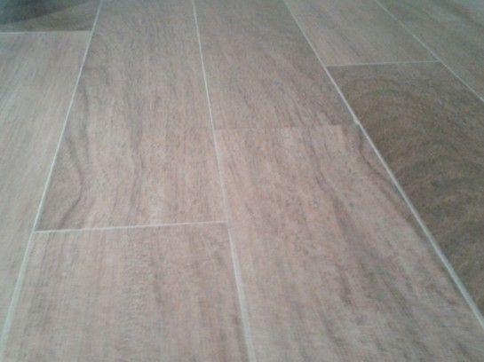 Detalle de la cer mica de imitaci n madera del ba o suelos pinterest madera imitacion - Baldosas imitacion parquet ...