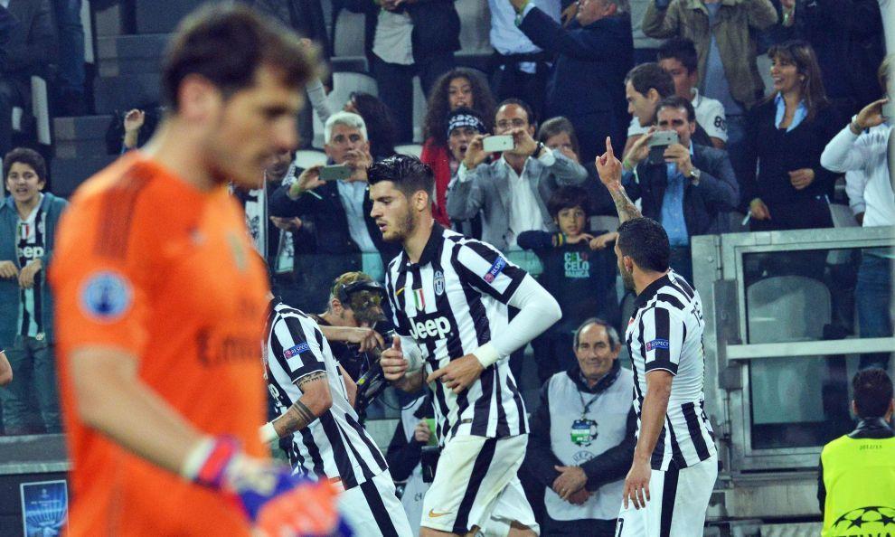 Le reti dello spagnolo e dell'argentino su rigore regalano la vittoria ai bianconeri nella semifinale di andata di Champions League contro la squadra di Ancelotti. Ai Blancos non basta il gol di Ronaldo