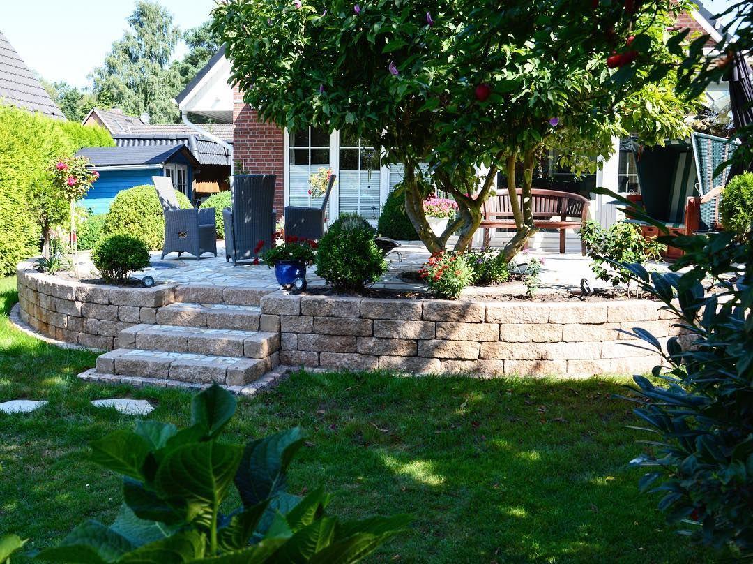Diese Terrasse Planten Wir Halbrund Im Kontrast Zum Haus Um Treppenstufen Von D Mit Bildern Terrasse Planen Treppenstufen Terrasse
