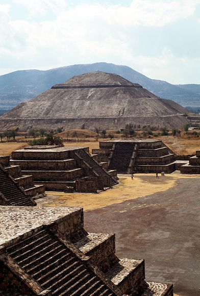 Teotihuacan The Pyramid Of The Sun Top Is The Largest Structure In The Ancient City Of Teotihuacan Mexico An Teotihuacan Teotihuacan Mexico Ancient Cities