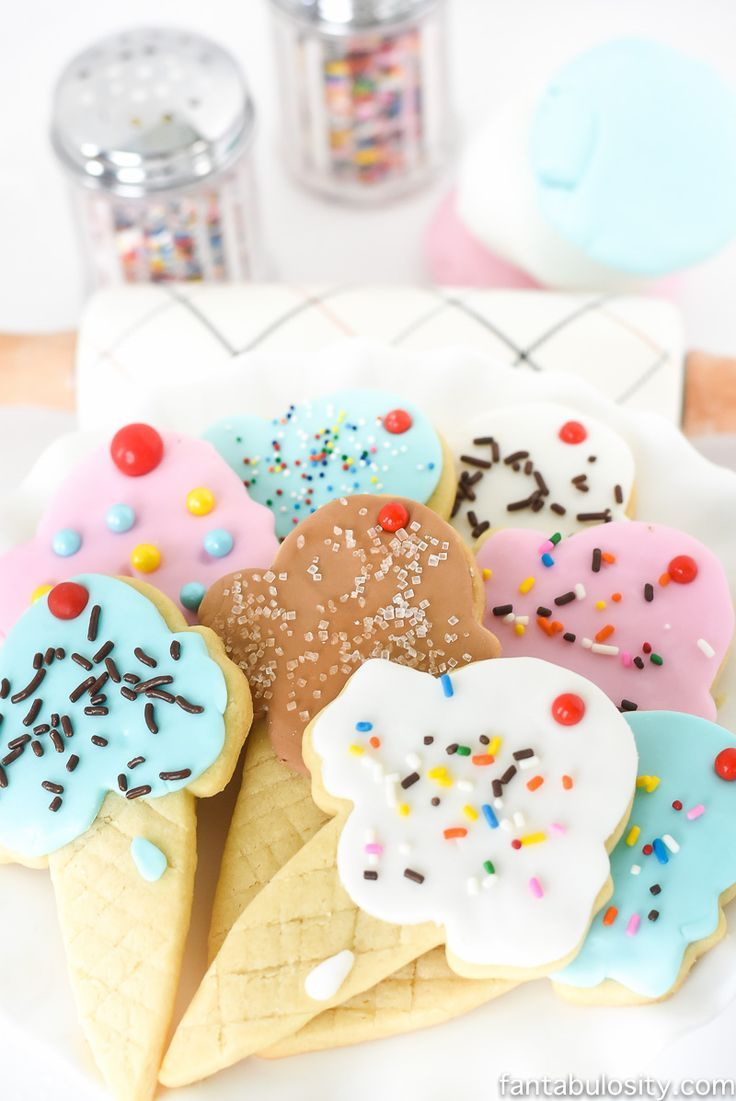 OMG how cute are these for an ice cream party!! It's just fondant, and you don't have to know how to decorate!