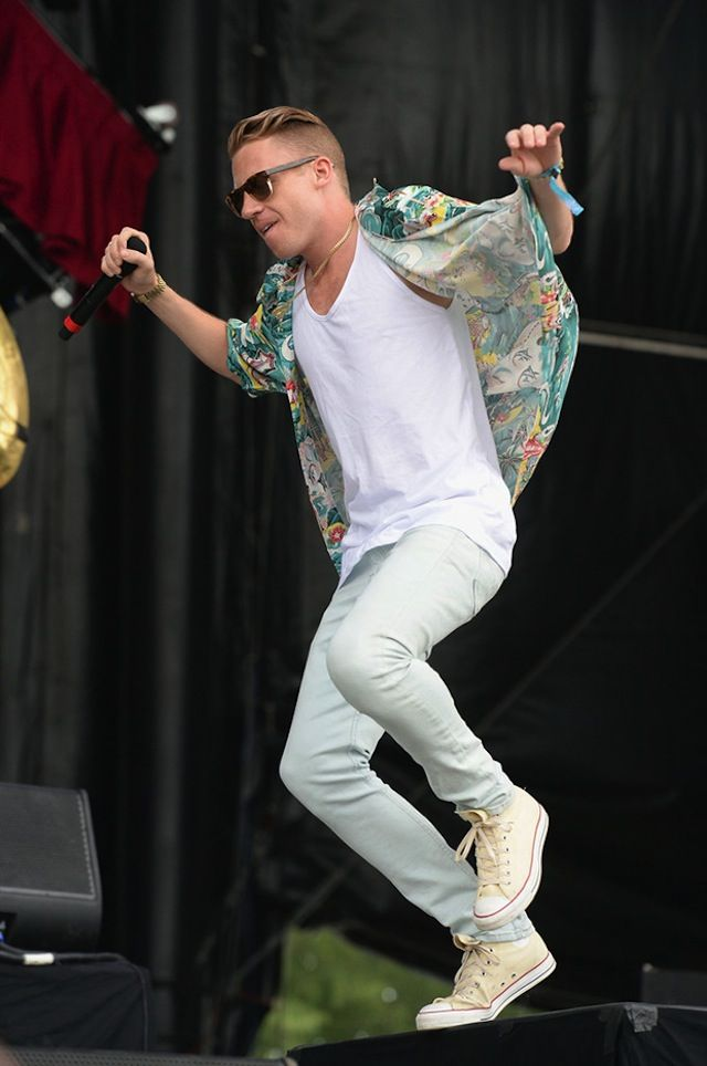 The pair of Converse Chuck Taylor white of Macklemore on his